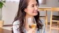 ミドル 女性 ワイン ライフスタイルイメージ 50319639