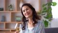 ミドル 女性 ワイン ライフスタイルイメージ 50319640