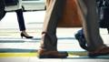 出勤、ビジネスマン、ビジネス、歩く、足元、革靴、靴、脚、足、ハイヒール、男性、女性、ビジネスウーマン 50578961