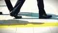 出勤、ビジネスマン、ビジネス、歩く、足元、革靴、靴、脚、足、ハイヒール、男性、女性、ビジネスウーマン 50579033