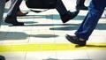 出勤、ビジネスマン、ビジネス、歩く、足元、革靴、靴、脚、足、ハイヒール、男性、女性、ビジネスウーマン 50579035