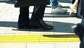 出勤、ビジネスマン、ビジネス、歩く、足元、革靴、靴、脚、足、ハイヒール、男性、女性、ビジネスウーマン 50579037