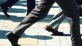 出勤、ビジネスマン、ビジネス、歩く、足元、革靴、靴、脚、足、ハイヒール、男性、女性、ビジネスウーマン 50579041