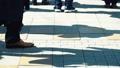 出勤、ビジネスマン、ビジネス、歩く、足元、革靴、靴、脚、足、ハイヒール、男性、女性、ビジネスウーマン 50579044