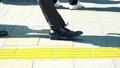 出勤、ビジネスマン、ビジネス、歩く、足元、革靴、靴、脚、足、ハイヒール、男性、女性、ビジネスウーマン 50579049