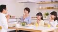 父母和孩子餐膳食家庭形象 50648261