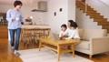 親子 リビング 子供の動画 50653960