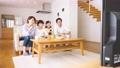 親子 リビング テレビの動画 50653967