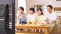 親子 リビング テレビの動画 50653970