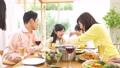 家族 親子 ホームパーティーの動画 50820910