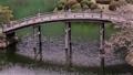 日本庭園の木でできたアーチ状の橋が有名な香川県の栗林公園 50826671
