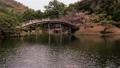 日本庭園の木でできたアーチ状の橋が有名な香川県の栗林公園 50826673