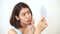 肌トラブル 鏡 肌荒れの動画 50843322