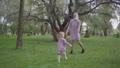 ブランケット ピクニック 戯れるの動画 52198812