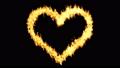 ハート型に沿って燃える炎 黒色背景 52897004