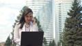 ビジネスウーマン 街並み 都市景観の動画 53021521