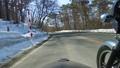 残雪の山道をサイドカーで走る 53026011