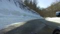 残雪の山道をサイドカーで走る 53026044