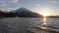 山中湖越しの富士山と夕日(タイムラプス) 53331501