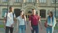 学生 ウォーキング 歩くの動画 53682732