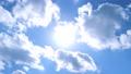 ดวงอาทิตย์และท้องฟ้าสีคราม 53735795