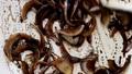 玉ねぎを炒める ~バルサミコ酢を加えて炒める・アップ~ 53736905