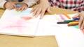 幼儿园老师和孩子们,画画 54002699