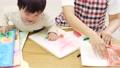 子供 先生 描くの動画 54002700
