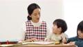子供 先生 描くの動画 54002708