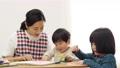 子供 先生 描くの動画 54002709