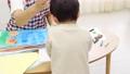 幼兒園老師和孩子們,畫畫 54002714