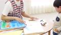 幼儿园老师和孩子们,画画 54002717