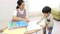 幼儿园老师和孩子们,画画 54002719
