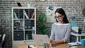 人 ビジネス PCの動画 54039158