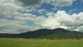 新緑の加波山、麓の水田、雲が流れる 54194373
