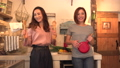 キッチンで楽しそうに踊る2人の若い日本人女性 54357134