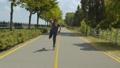 女 女性 ローラースケートの動画 54491657