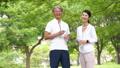 跑步飲食圖像的中間夫婦 54551036