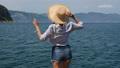 女の子 背中 海岸の動画 54574742