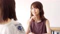 女性 話す 会話の動画 55109817