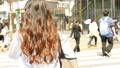 渋谷駅前を歩く女性の後ろ姿 通勤 ビジネスウーマン 55198405