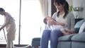 人物 家族 育児の動画 55272239