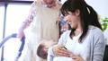 人物 家族 育児の動画 55272244