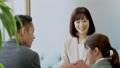 ビジネスシーン 商談 女性 55278080