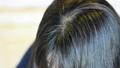 40歲的女人撫摸她的頭髮 55279120