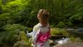 女性 森 景勝地の動画 56577317