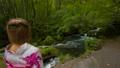 女性 森 川の動画 56577321