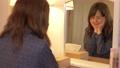 女性 自宅 人物の動画 56697492