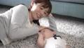 赤ちゃんとお母さん 昼寝 56937207