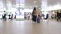 通勤图象人群人群通勤到学校许多男人妇女新宿站的车站 56946507